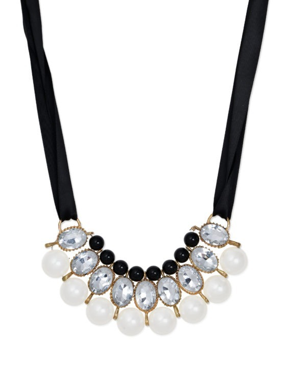 femnmas balack and white gem necklace
