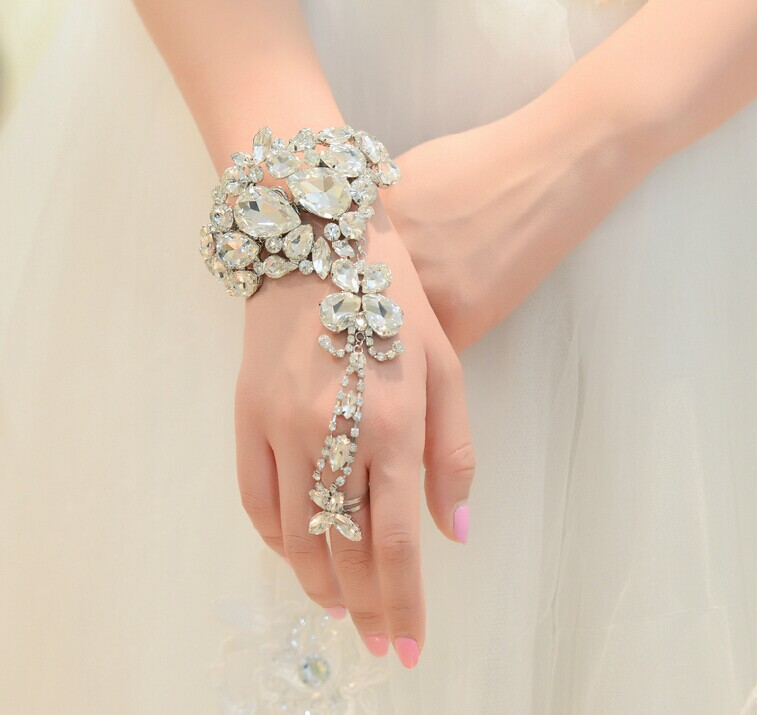 To Express the Relation of Your Beautiful Fingers and Wrist, Try These Chain Bracelets